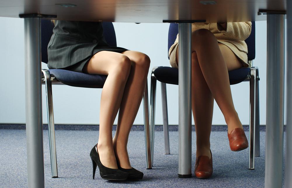 仕事中の女性の足元