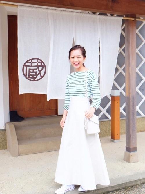 ボーダーT ×白スカートのコーデ