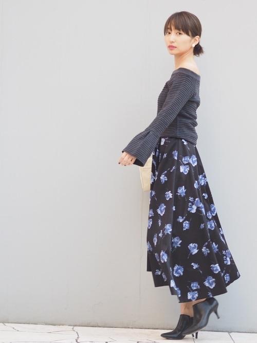 黒トップス×ロングスカート