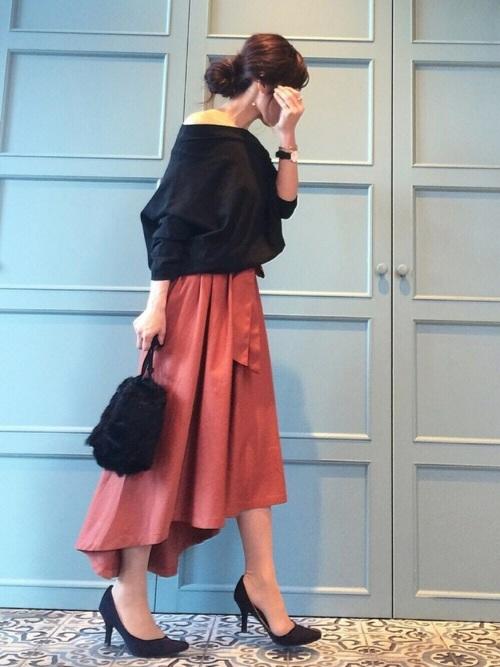 黒のオフショルトップス×フレアスカート