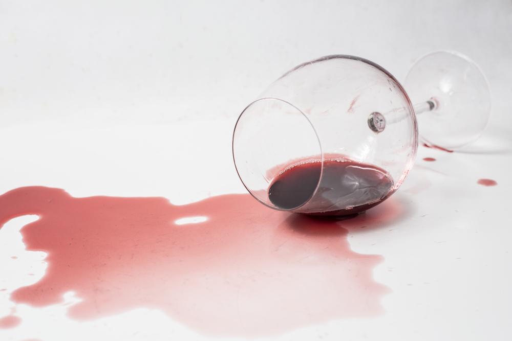 こぼれた赤ワイン