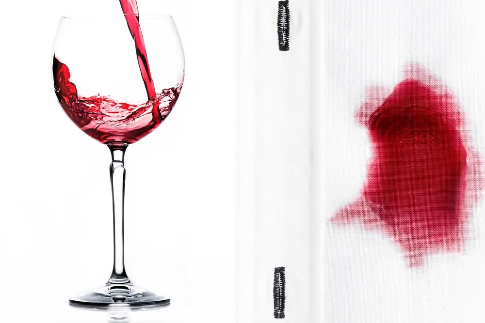 シャツにこぼれたワイン