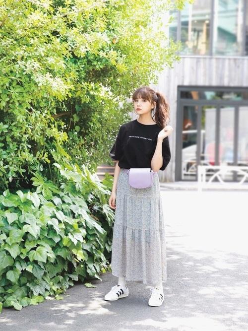 スカートを使ったラウワンの服装