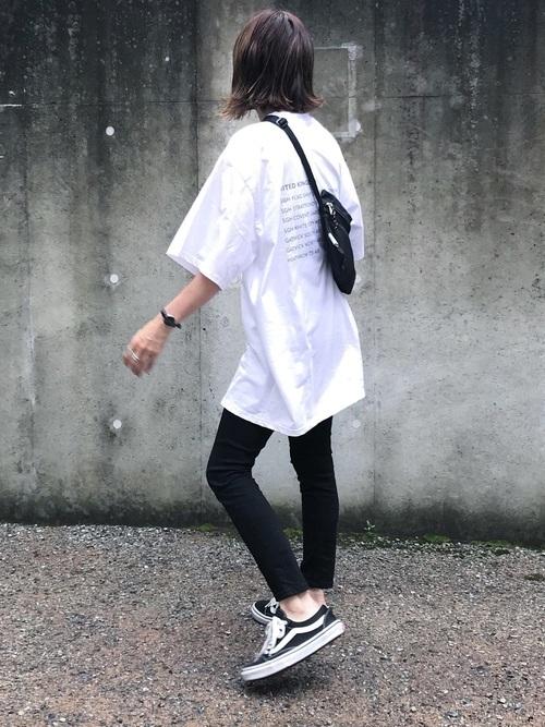 ビッグTシャツを使ったラウワンの服装