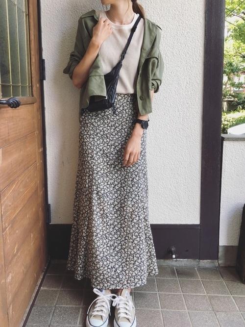ミリタリーシャツ×花柄スカート