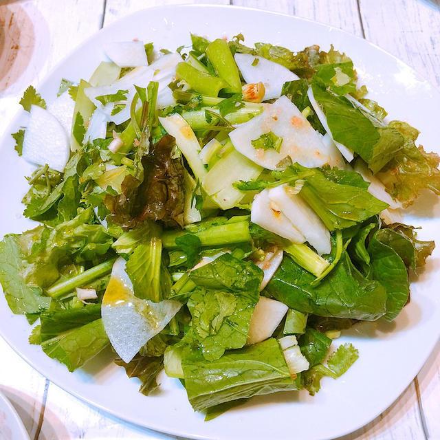 パクチーと大根と小松菜のサラダ