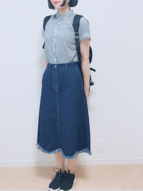 シャツ×デニムスカート