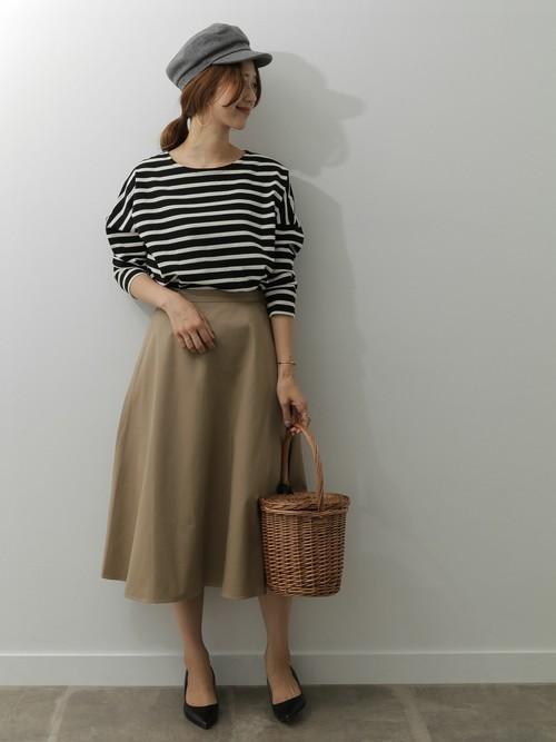 ミディ丈スカートを使った横浜の服装