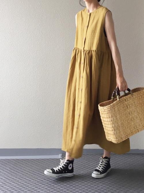 リネンワンピースを使った横浜の服装