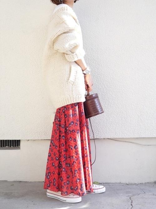 花柄きれい色ロンスカ×ざっくりカーディガンの春コーデ