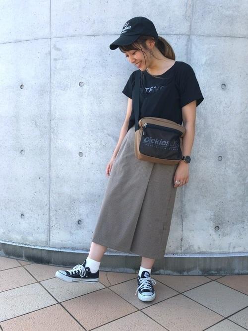Tシャツ×タイトスカート