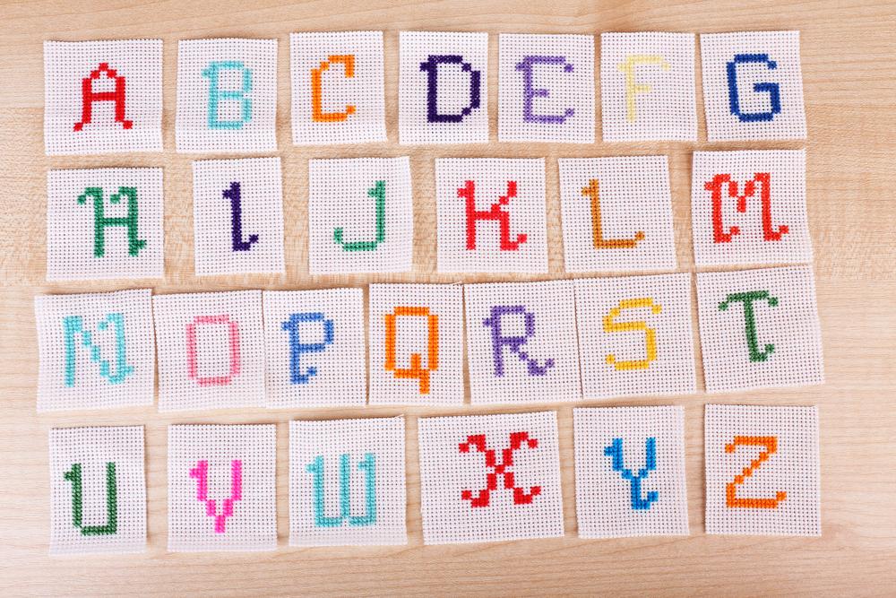 アルファベットの刺繍