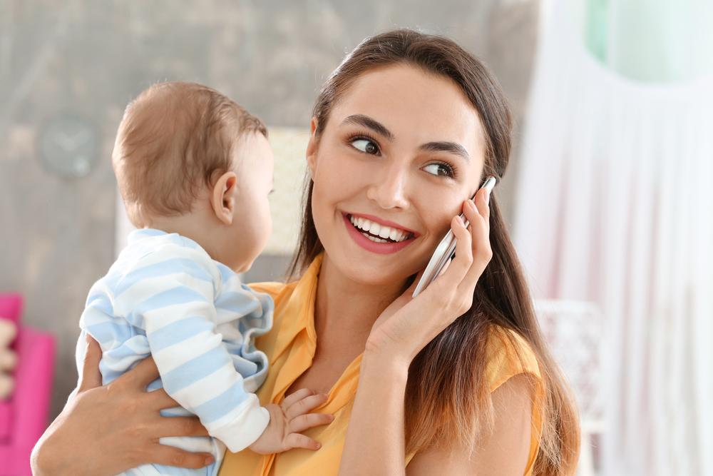出産で里帰りしている女性