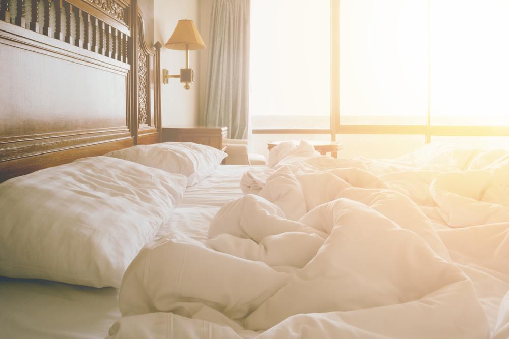 日に当たったベッド