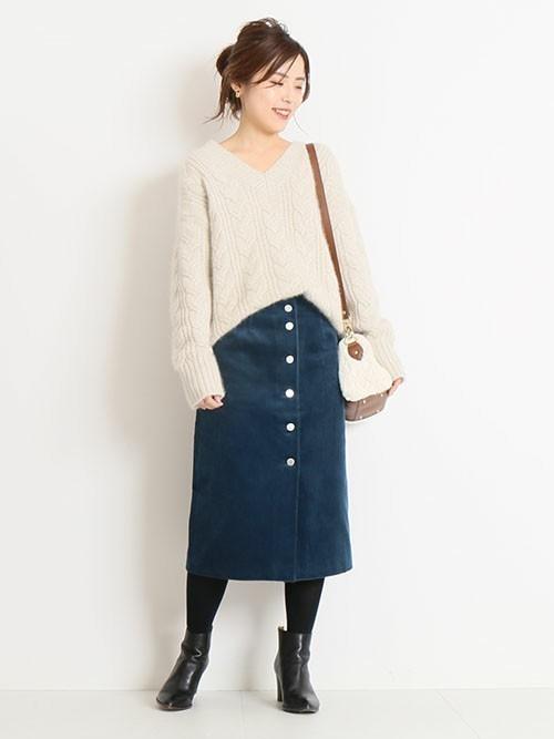 フロントボタンタイトスカートの冬コーデ
