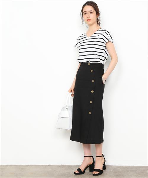 黒のフロントボタンタイトスカートのコーデ