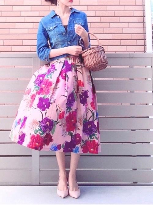 40代の花柄スカートコーデ