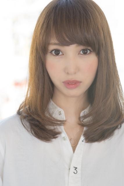ぱっつん前髪×ミディアムヘア