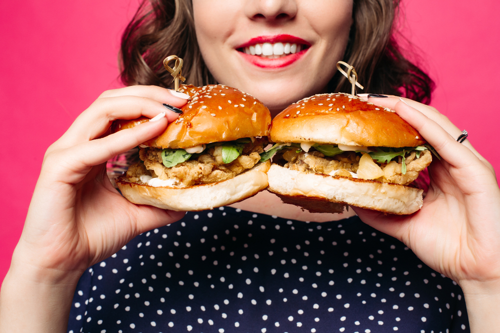 たくさん食べる痩せ型の女性