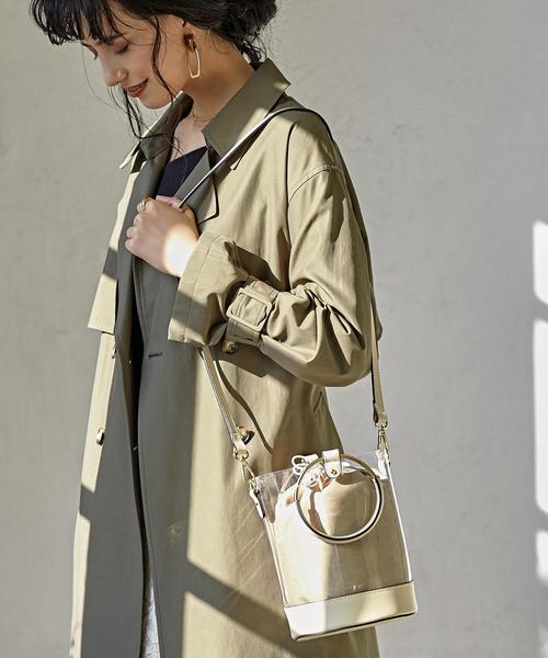 PVC素材のリングバッグを使ったコーデ