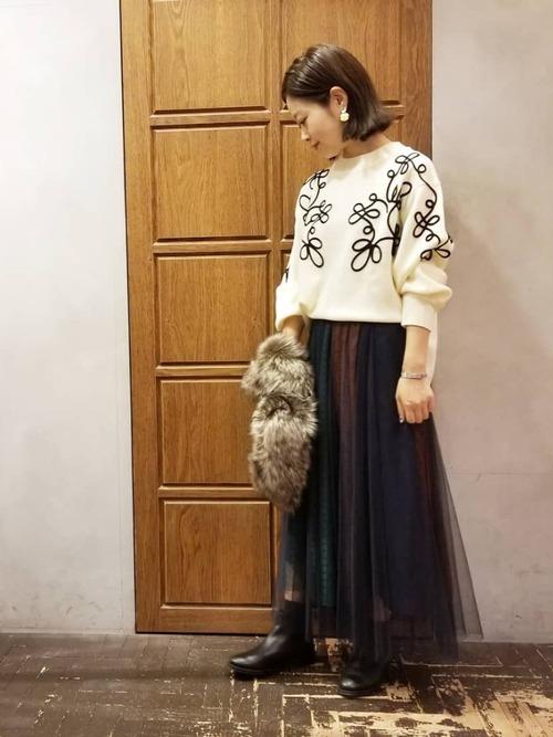 刺繍ニットとチュールスカートのコーデ