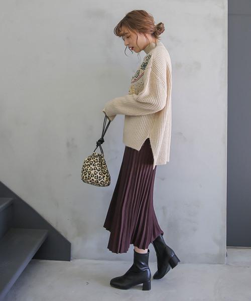 刺繍ニットのスカートコーデ