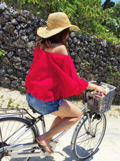 観光地のサイクリングの服装