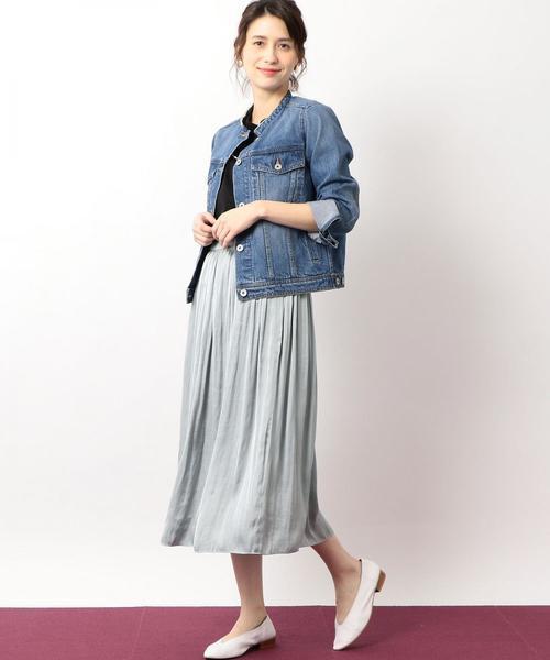 Gジャンとグレーのスカート