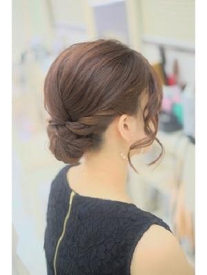 披露宴の髪型にぴったりな髪が短くてもできるアップアレンジ