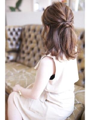 披露宴の髪型にぴったりなセルフアレンジにもおすすめのハーフアップ
