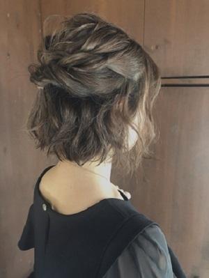 披露宴の髪型にぴったりなショートのハーフアップ