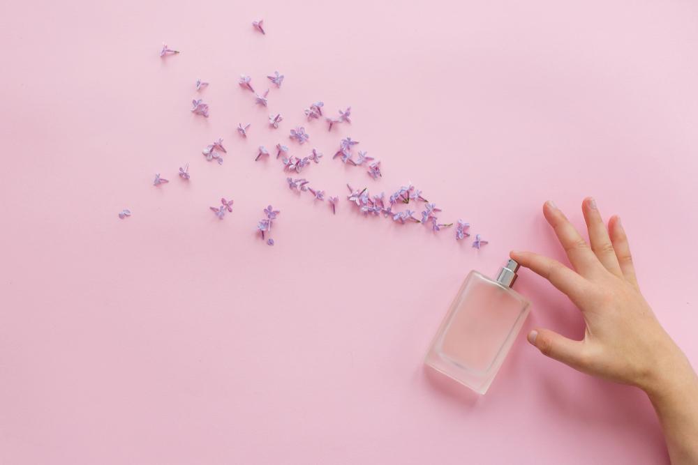 香水と花びら