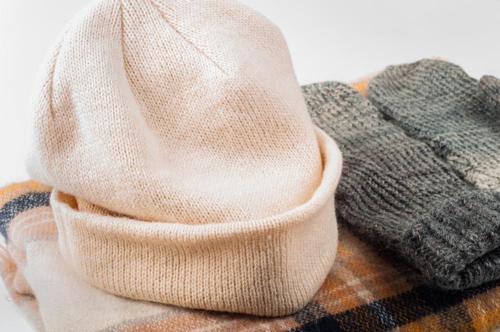 ニット素材の帽子と手袋