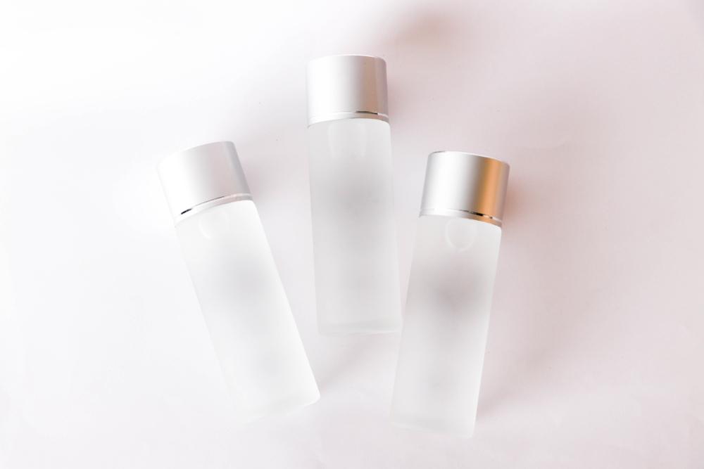 3本の化粧水ボトル