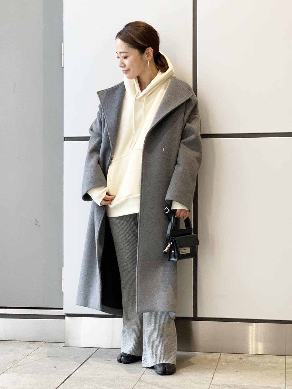パーカーに似合うノーカラーコートとの冬コーデ