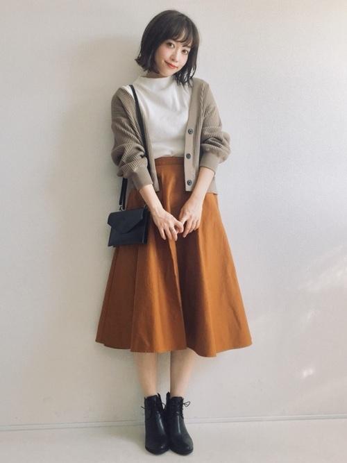 カーディガンを使った神戸の服装
