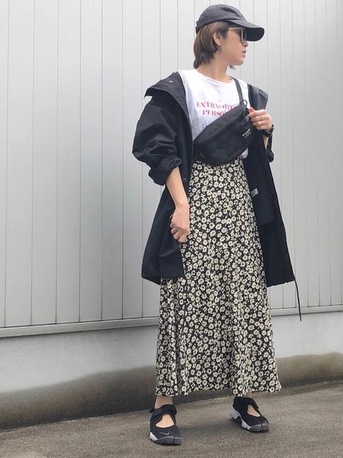 モッズコート×花柄スカート