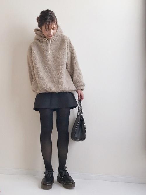ミニスカートを使った服装
