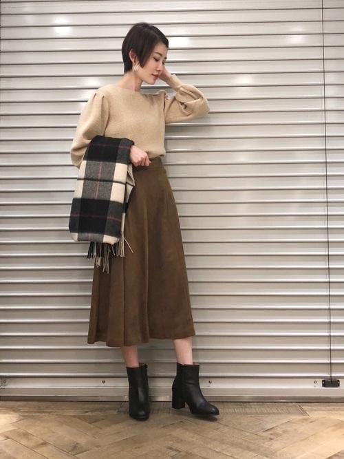ミディ丈スカートを使った鍋パーティーの服装