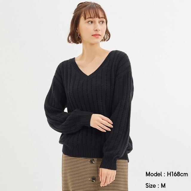 オーバーサイズVネックセーターの写真