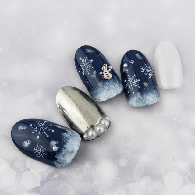 雪の結晶とミラーネイル