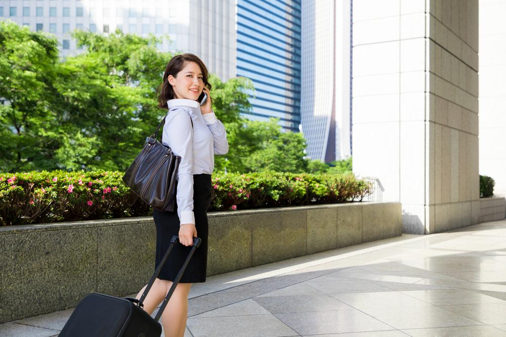 就活中に宿泊する女性