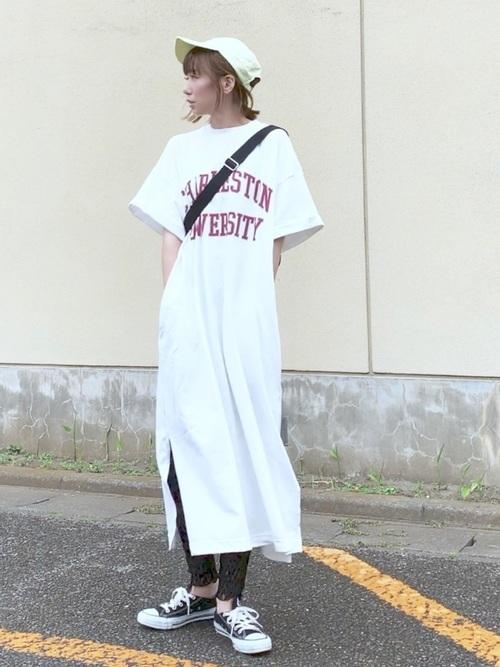 Tシャツワンピ×レギンス×スニーカーコーデ