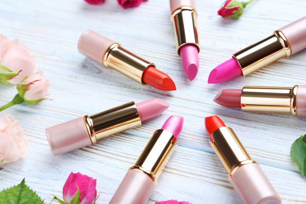 ピンクや赤の口紅