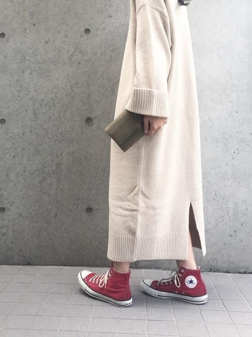 赤のスニーカー