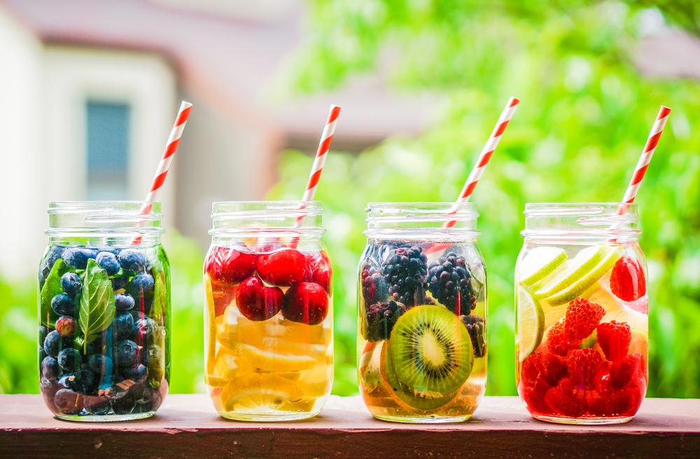 フルーツの入った水