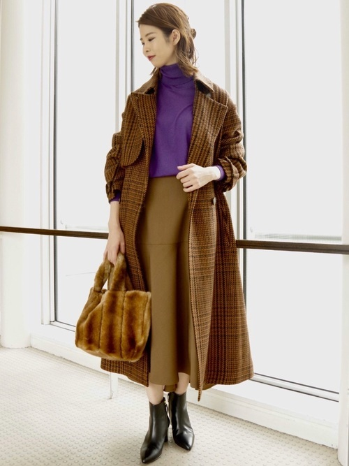 30代向けのチェック柄ロングコートのコーデ