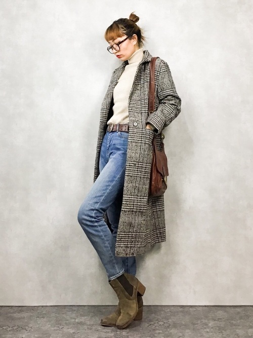 40代向けのチェック柄ロングコートのコーデ