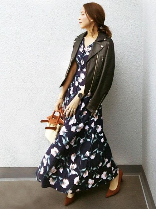 アラフォー世代におすすめのワンピースコーデ【2】春:花柄×ライダースジャケットの甘辛スタイル