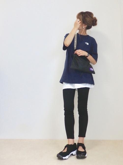 ゆるTシャツ×スポーティバッグコーデ